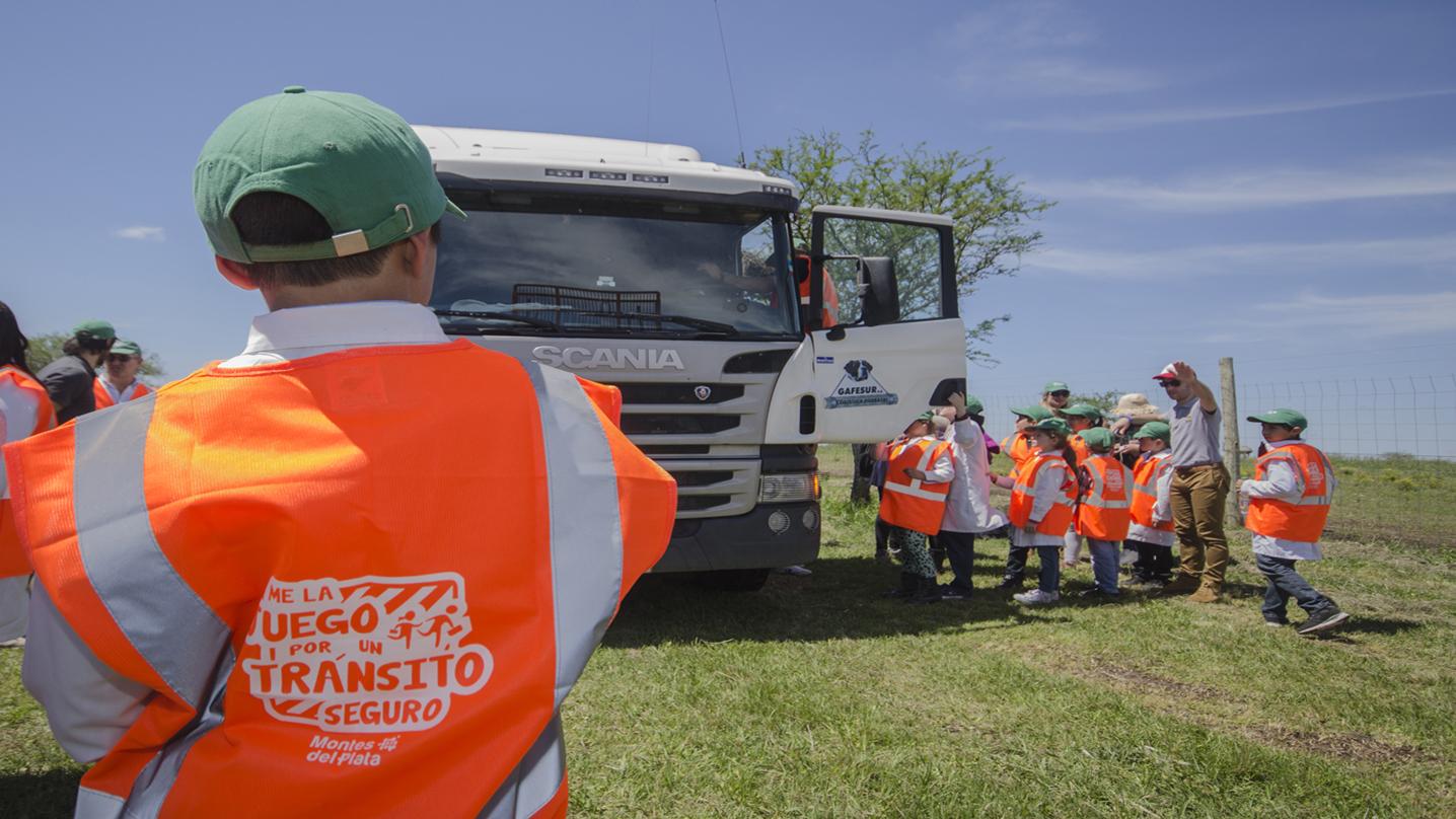Montes del Plata brinda capacitación en seguridad vial a 400 niños de escuelas rurales