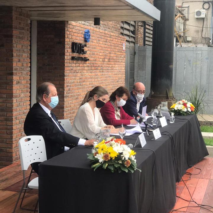 Montes del Plata y UTEC firman acuerdo para desarrollar la producción de hongos comestibles en montes forestales